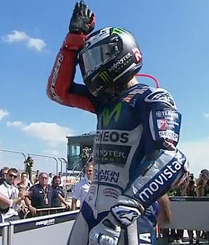 Lorenzo shark fin gesture at Aragon